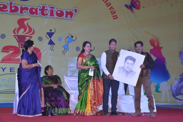 Live_Sketch_Chief_Guest_Momento